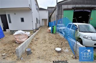 2号棟 現地(2019年8月)撮影 外観完成しました! 敷地面積123.08㎡、建物面積90.88㎡。 駐車3台可能。
