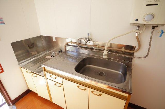 広めの流し台で洗い物もラクラク♪