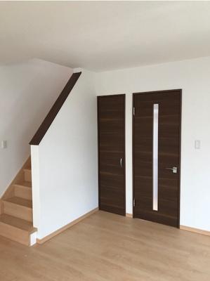 階段下収納と物入です