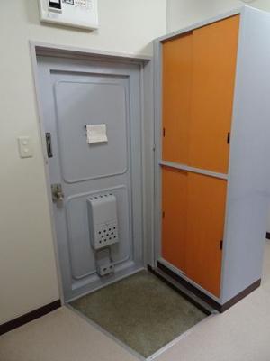 遠藤ビル 玄関にはたっぷり入るシューズボックスがあります!