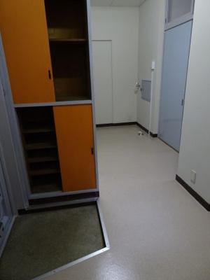遠藤ビル キッチン側から見た室内