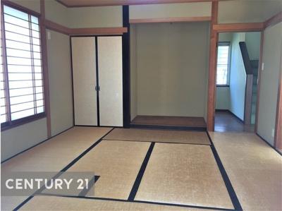 茶室も備えた8帖和室は広縁付き