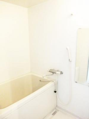 シンプルできれいな浴室