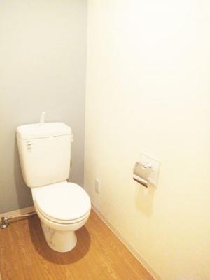 アクセントクロスで、落ち着きのあるトイレ