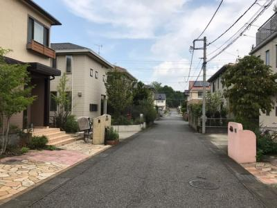 静かな街並み両面道路で駐車場増設可能