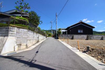 前道は《平坦》で建築がしやすく、間口が《15.5m》》もあるのでドッシリと構えたしっかりとした外観のお家が建てられますね。
