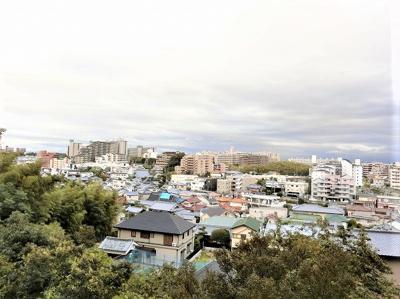 【現地写真】  4Fからの眺望をお楽しみ下さい♪周りに高い建物はございません♪