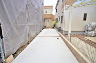 2号棟 現地(2019年9月)撮影 敷地面積128.67㎡(38.92坪)。 駐車2台可能です。