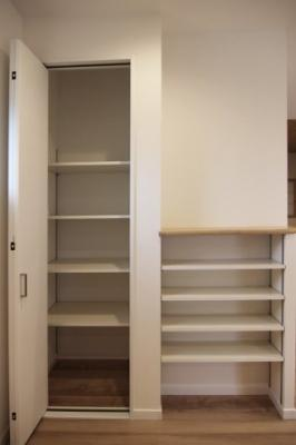 開けるとこんな感じです。たっぷり収納できます♪当社施工例です!