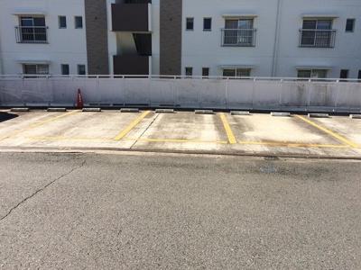 【駐車場】ロイヤルマンション1号棟