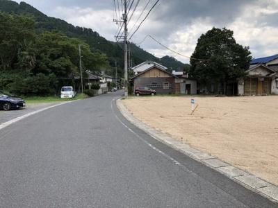 【前面道路含む現地写真】津山市加茂町知和 売土地274坪