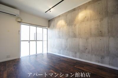 【居間・リビング】メゾン・リュミエールⅡ