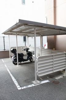 屋根付きバイク置場!