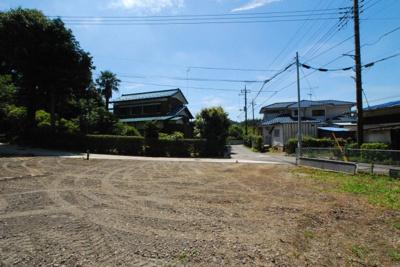 敷地内から南側を撮影。