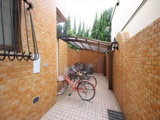 駐車場は空きがありません。駐輪場の利用は可能です(要確認)