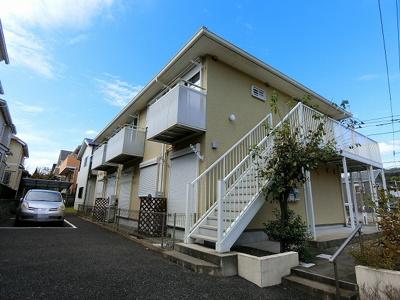 小田急多摩線「五月台」駅より徒歩3分!閑静な住宅地にある2階建てアパートです☆駅近のお部屋をお探しの方におすすめ♪スーパーやコンビニが近くてお買い物にも便利な立地です☆