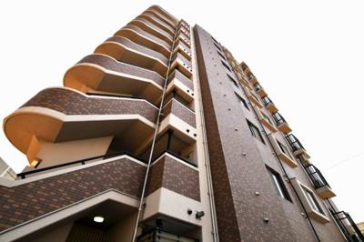 【現地写真】 鉄筋コンクリート造の9階建♪ 陽当たりの、良いマンションとなっております♪
