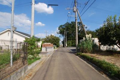 【前面道路含む現地写真】神米金2期新築 土間玄関のある平屋風住宅