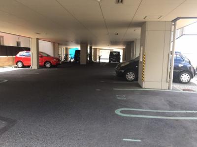 屋根がある駐車場です【COCO SMILE】