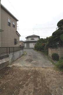 敷地内から接道する位置指定道路を撮影した写真です。(2019年9月28日 14:30頃撮影)
