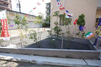 間口の大きなお家です 南側のお庭付きです  家庭菜園なども楽しめますね ぜひご検討下さい