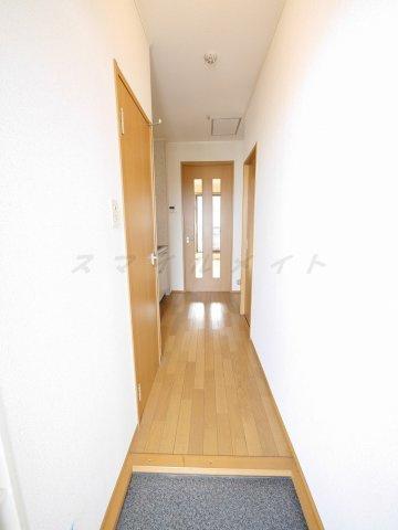 単身用のお部屋には十分な広さの玄関☆左手側にはシューズボックス有り