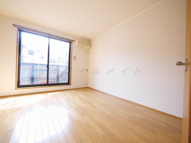 お部屋の形が正方形に近く、家具のレイアウトがイメージしやすい
