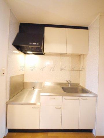 ガスコンロ設置可能型の広々としたキッチンで調理しやすいです☆