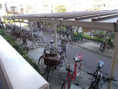 コーポレート竹の塚五丁目の駐輪スペース