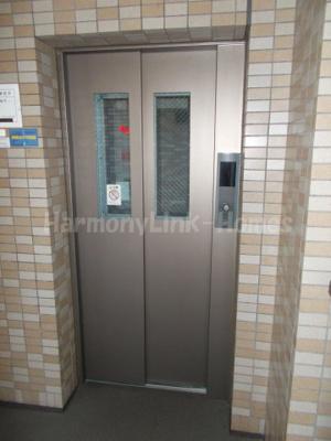 コーポレート竹の塚五丁目のエレベーター付