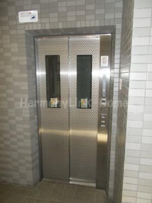 コーポレート竹の塚二丁目のエレベーター付