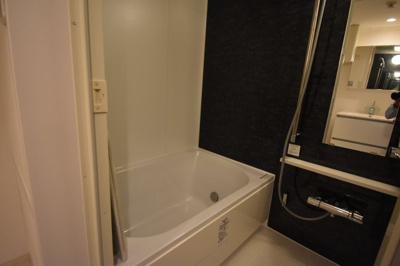 余裕の広さがあるお風呂です。追い炊き 浴室乾燥ついてます。