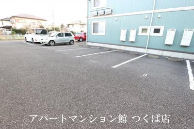 【駐車場】ルピナス B