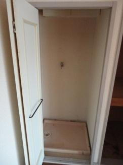 洗濯機が扉で隠せます。音も軽減できます。