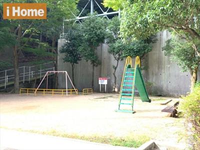 マンション周辺には公園がございます