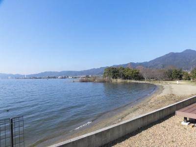 リビングやウッドデッキ・二階の窓からの琵琶湖の眺めに心癒されます。