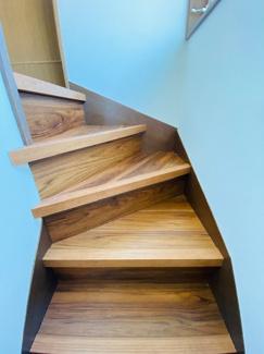 2階へ上がり階段