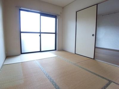 とても落ち着く和室!ごろごろくつろげます
