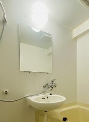 人気のバス・トイレ別です♪トイレが独立していると使いやすいですよね☆横にはタオルを掛けられるハンガーもあります♪