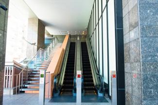 【エントランス】関西初のエスカレーター・インが迎える、やすらぎの聖域。