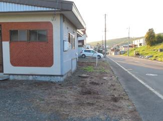 道路側 駐車スペース 軽自動車クラス2台駐車可。