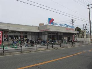 最寄りスーパー 万代 苅田店まで590m 営業時間:9時00分~23時30分と遅くまで営業されているのでお仕事帰りにもお買い物できます。