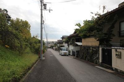 北側から物件前面道路