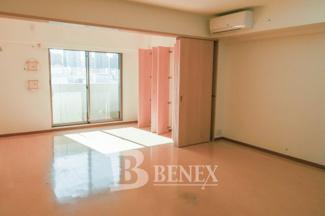 グランハイツ東新宿の洋室です