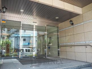 グランハイツ東新宿のエントランスです