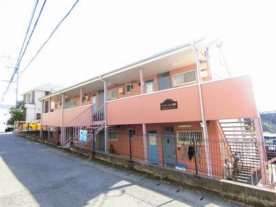 小田急線「柿生」駅より徒歩3分!閑静な住宅地にある2階建てアパートです♪スーパーやコンビニも近くて便利な住環境です☆