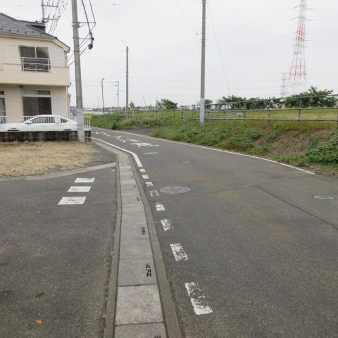 【前面道路含む現地写真】坂戸市片柳 売地