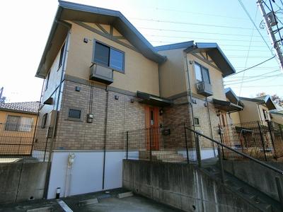 小田急線「栗平」駅より徒歩7分のテラスハウスです♪近隣に公園もあり、子育て世代におすすめの住環境です☆