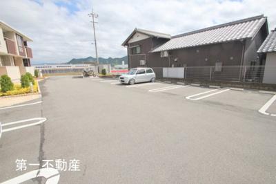 【駐車場】ラッフィナート1