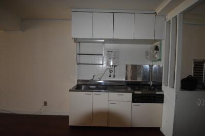 キッチンはガスコンロ2口のキッチンです。